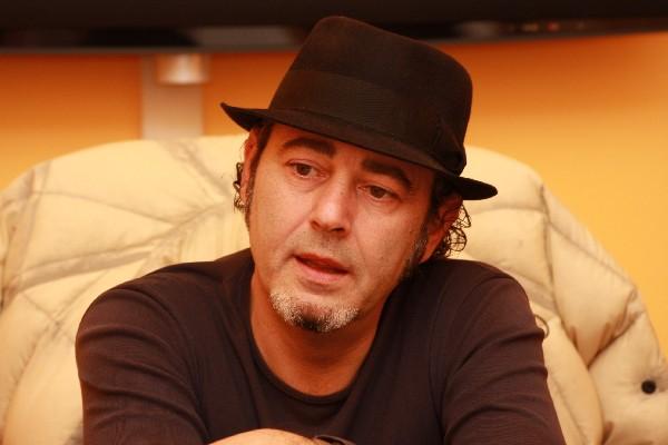Luca Carboni è: Senza Titolo!